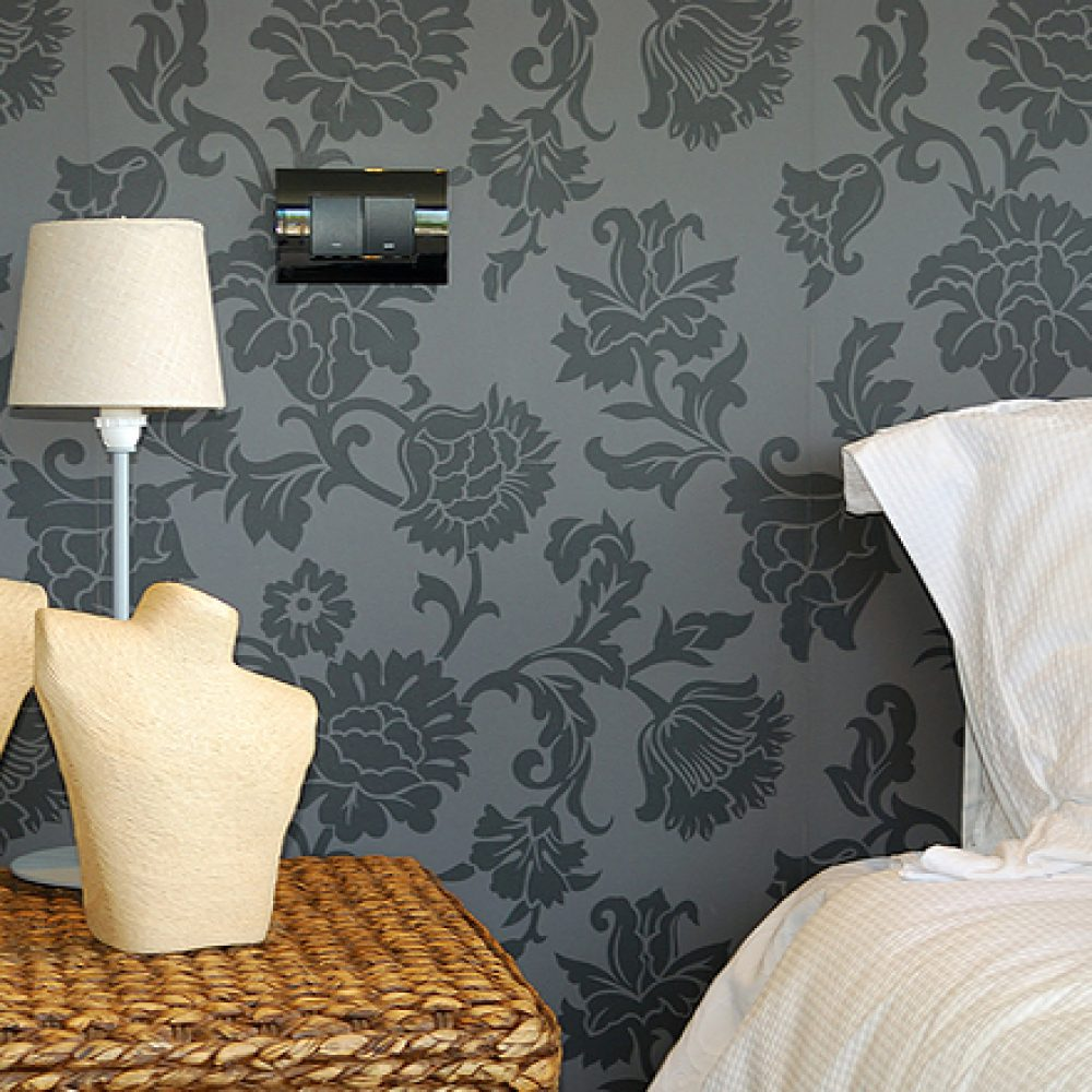 Wallpaper_fitting_wallpaper_fitter_Leeds_PFM